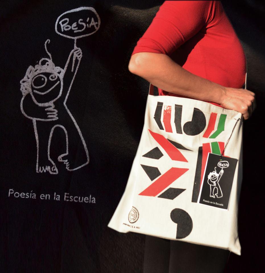 poesia-en-la-escuela-bolso-blanco-con-modelo